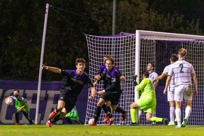 UW stays perfect, knocking off Dartmouth in fourth straight win
