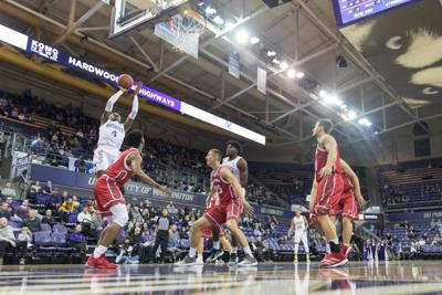Instant: Well-rested Huskies hold off South Dakota for fourth-straight win