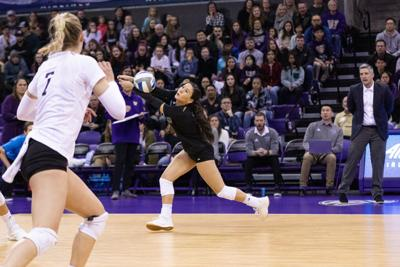 Washington can't pull out fifth-set comeback in loss to WSU