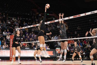 'A tale of two teams': Huskies win imperfect game against Beavers