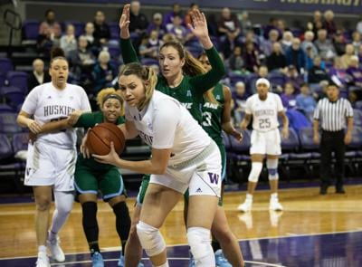 Huskies give up late lead in last-second loss to Green Wave