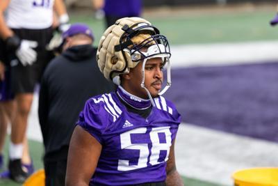 Washington outside linebacker Zion Tupuola-Fetui will receive achilles surgery