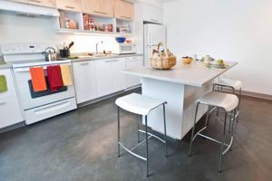 UW Cedar Apartments kitchen.jpg