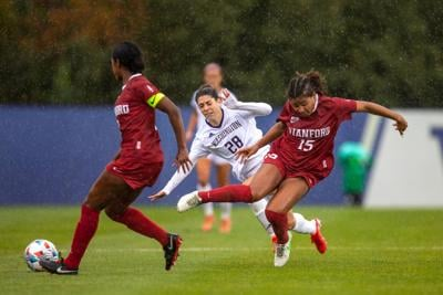 Late goal downs Washington against Stanford