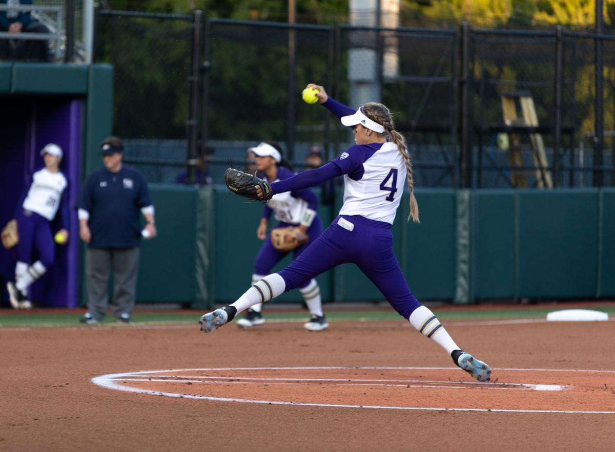 Hee shines as UW starts Fall Classic with win