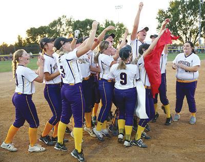 Monarchs to state softball