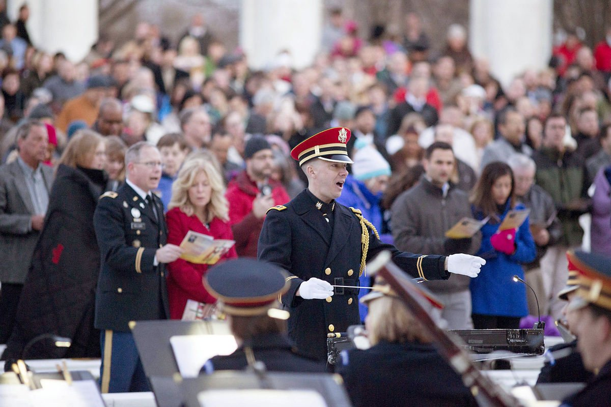 Annual Easter Sunrise Service draws crowds to Arlington National Cemetery