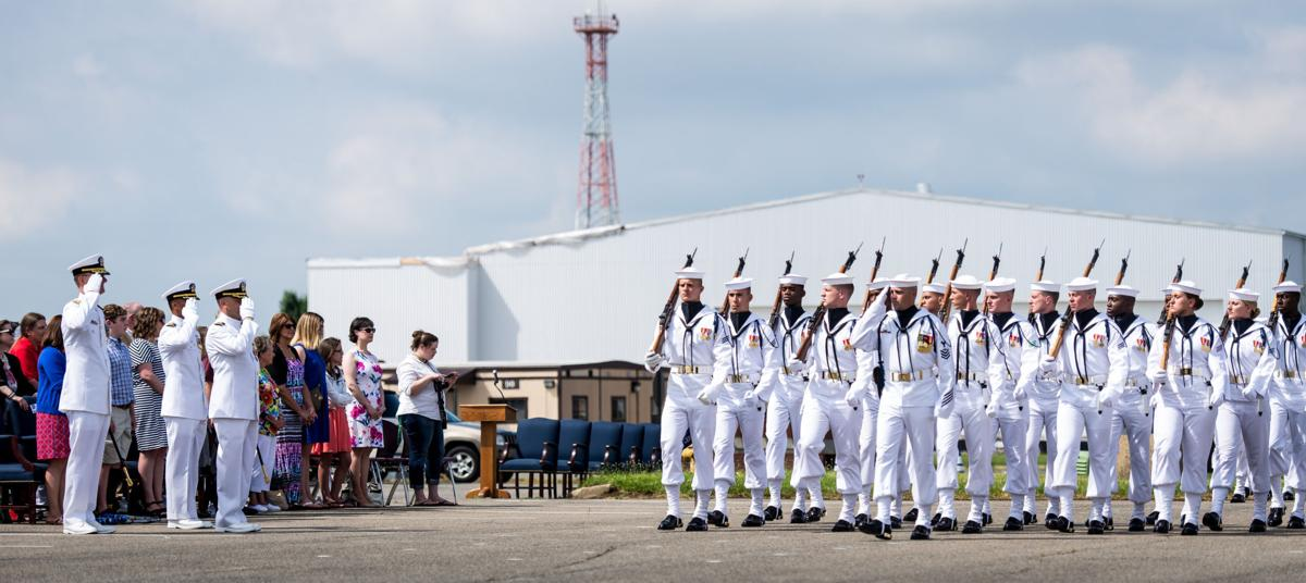 Us Navy Ceremonial Guard Holds Change Of Command Ceremony - Us-navy-ceremonial-guard