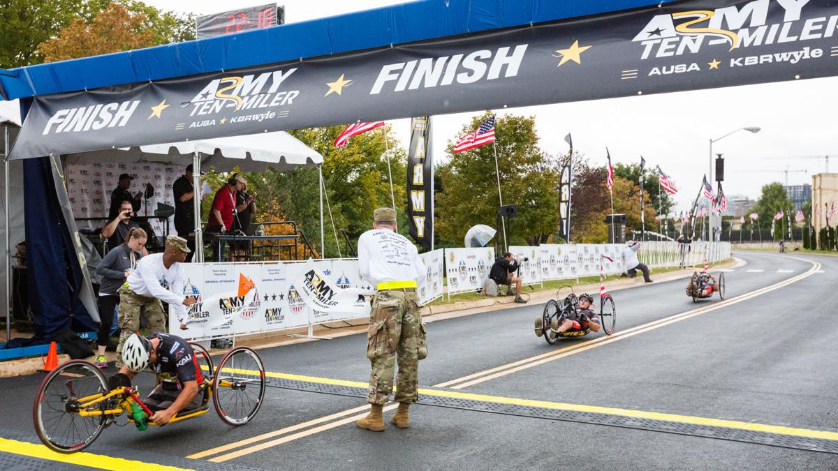 Soldiers pace the field at challenging Army Ten-Miler