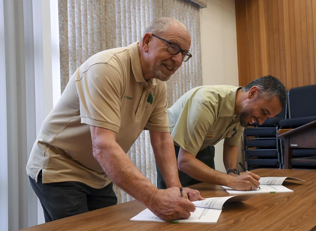 c2c trail signing 01