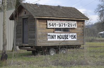 011718-adh-nws-Tiny House-my