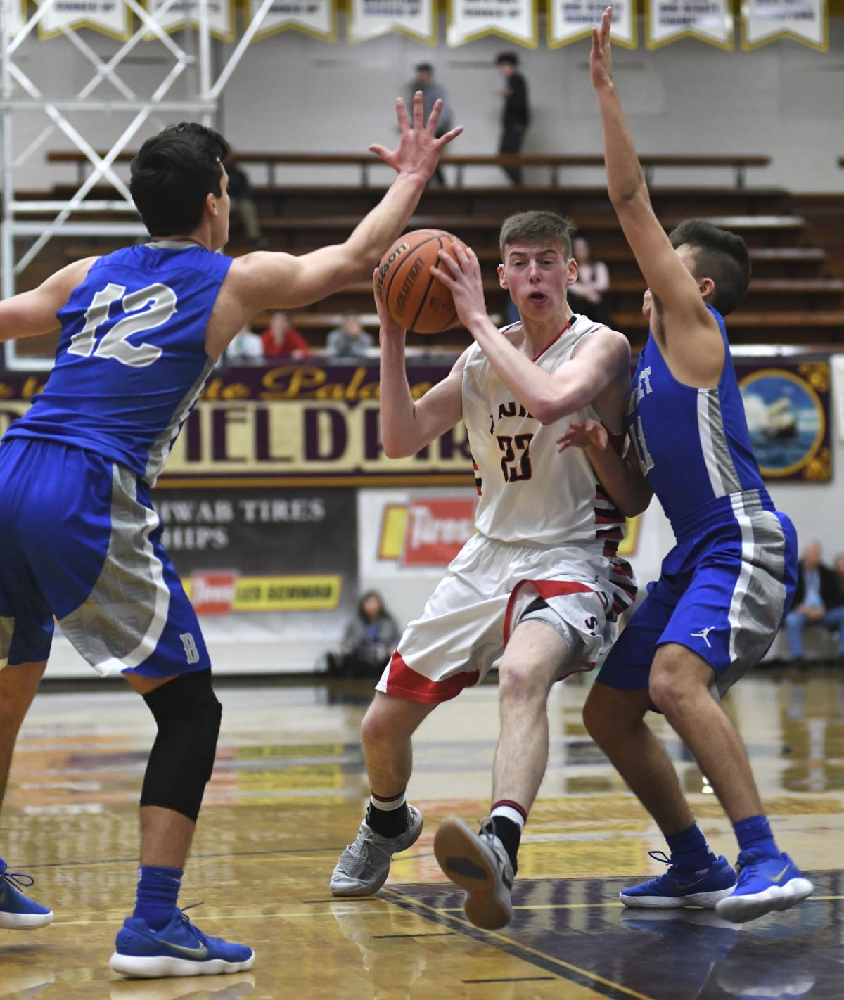 Santiam Christian falls to Blanchet Catholic, places fifth