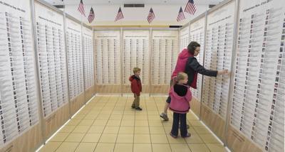 101915-adh-nws-veterans wall-1-dp.jpg
