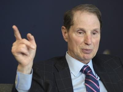053019-adh-nws-Ron Wyden02-my (copy)