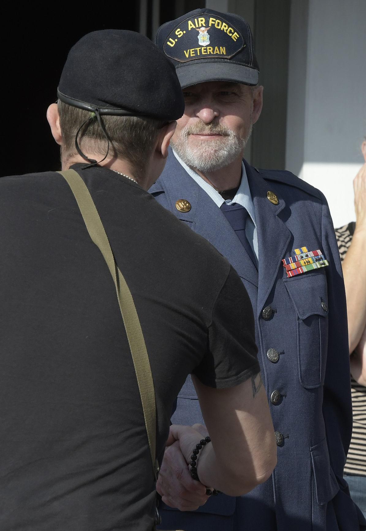 111118-adh-nws-Veterans03-my