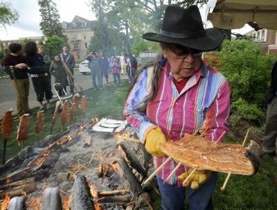 native-american-longhouse-salmon-bake-14