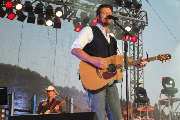 Blake Shelton closes out the 2011 Bi-Mart Willamette Country Music Festival on Sunday Aug. 21. (Alex Paul/Democrat-Herald) & Music festival doubles attendance over 2010 | Local ...