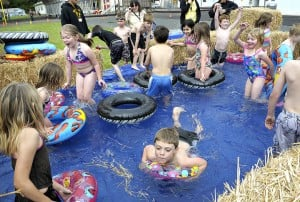 Year ends in hay bale pool - Redneck swimming pool with hay bales ...