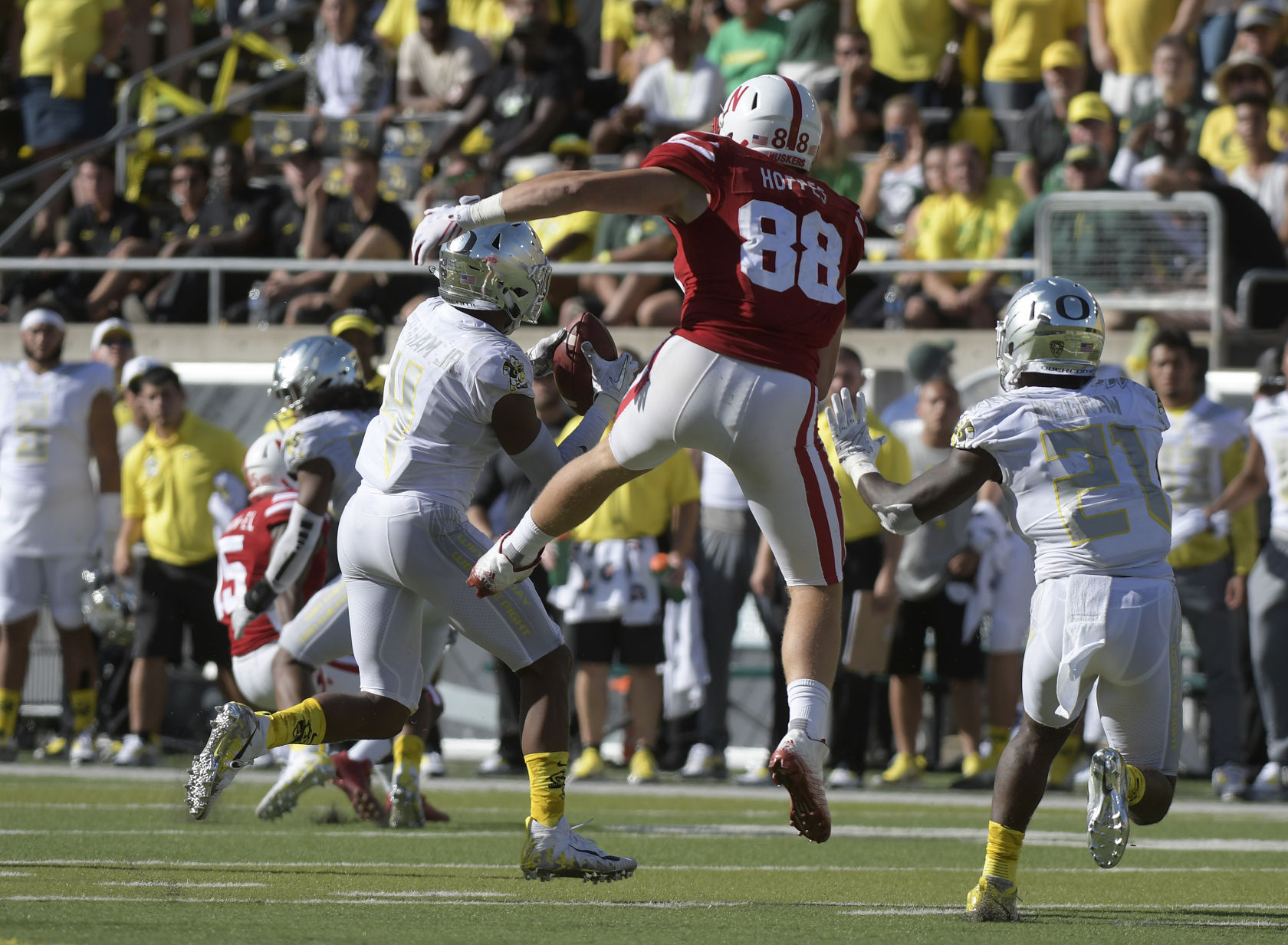 Young Oregon defense to challenge Huskers