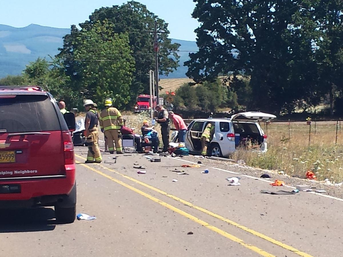 Four hospitalized in 2-car crash east of Albany | Local