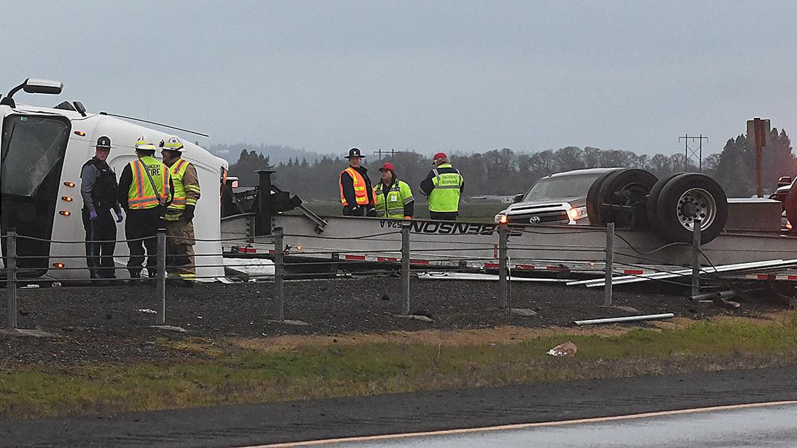 Truck crash snarls traffic on southbound I-5