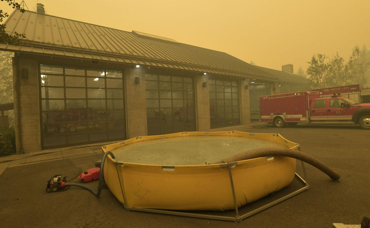 Santiam Fire Wednesday03