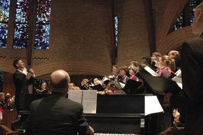 Manchester Choral Society sings in the holidays with 'Pops'