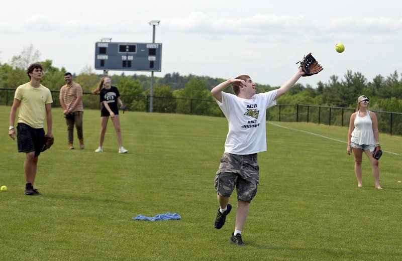 Students, staff say goodbye during field day in Windham