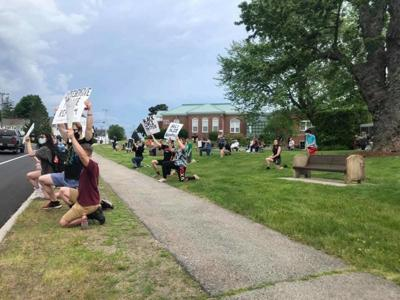 Park rally offers peaceful support
