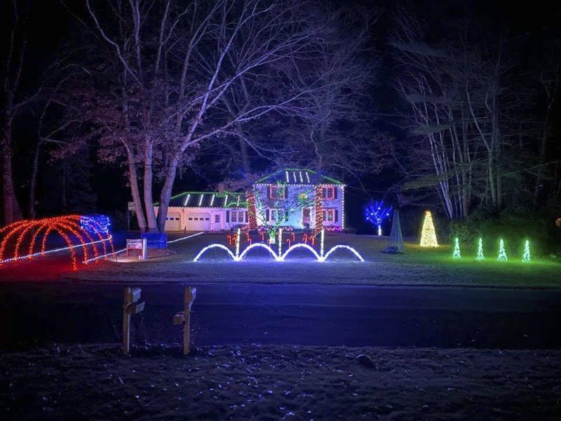 Holiday light display shines bright in Londonderry