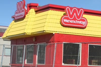 Its Der Wienerschnitzel In Mojave News Desertnewscom