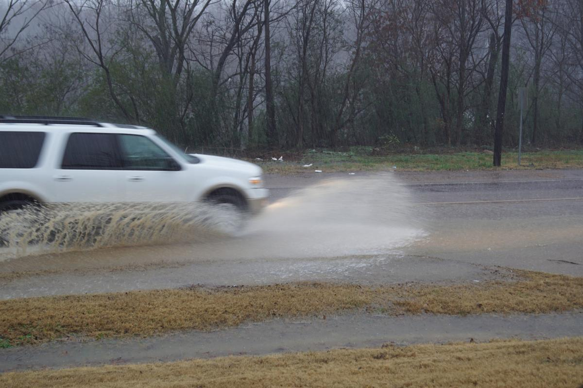 Flash flooding in DeSoto closes roads