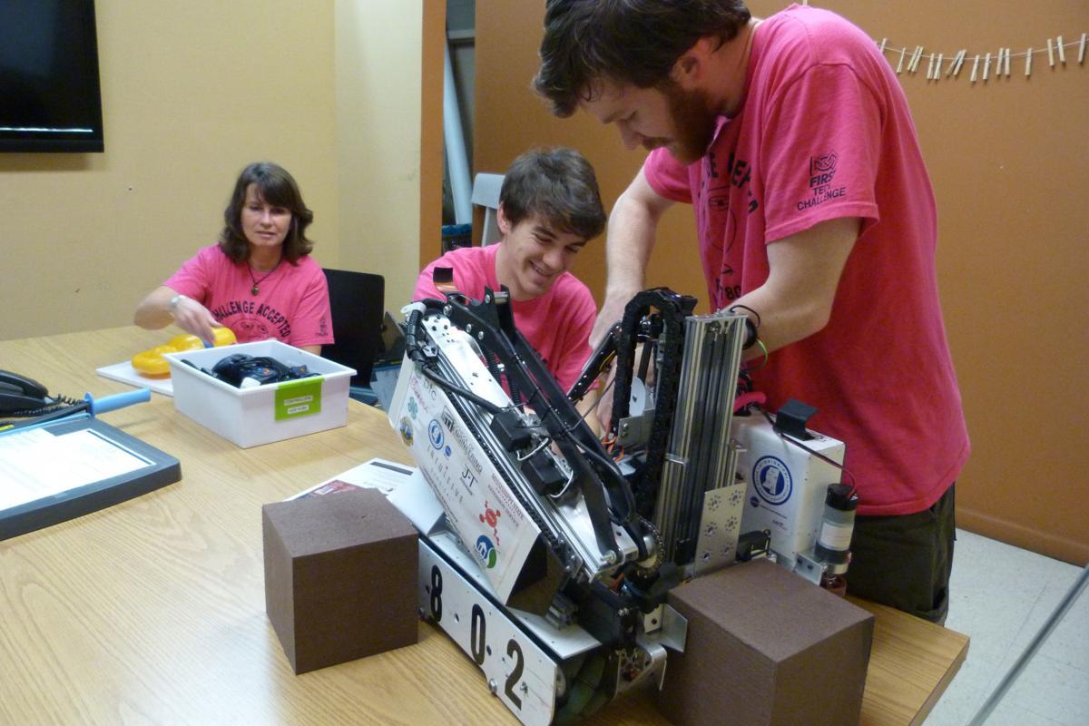 ROBOTICS TEAM BESTPIC.jpg