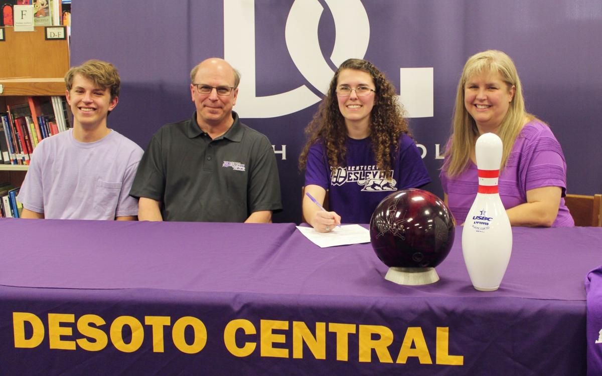 Alyssa Zombirt signs to Kentucky Wesleyan