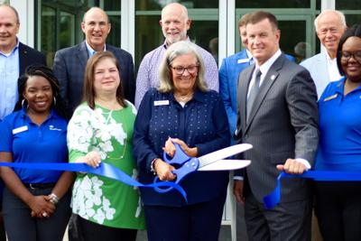 Trustmark Bank ribbon cutting
