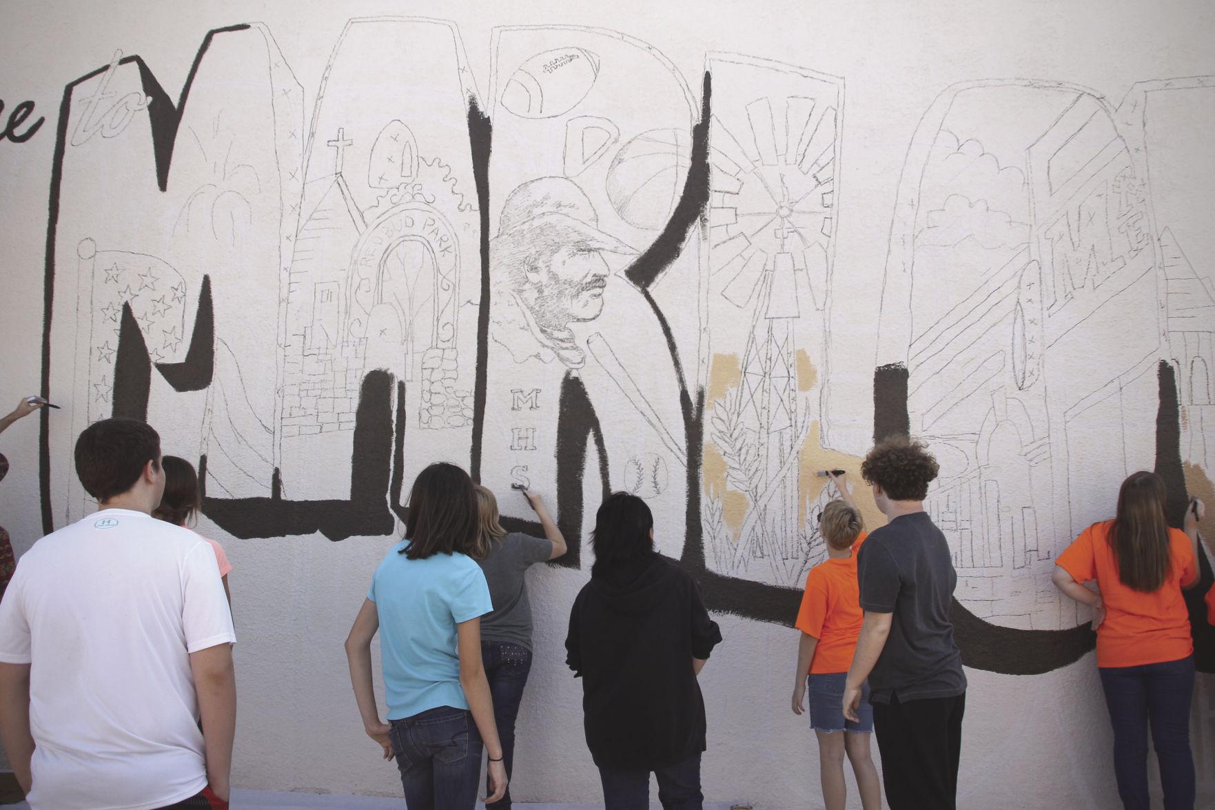 Marlow High School art class giving back
