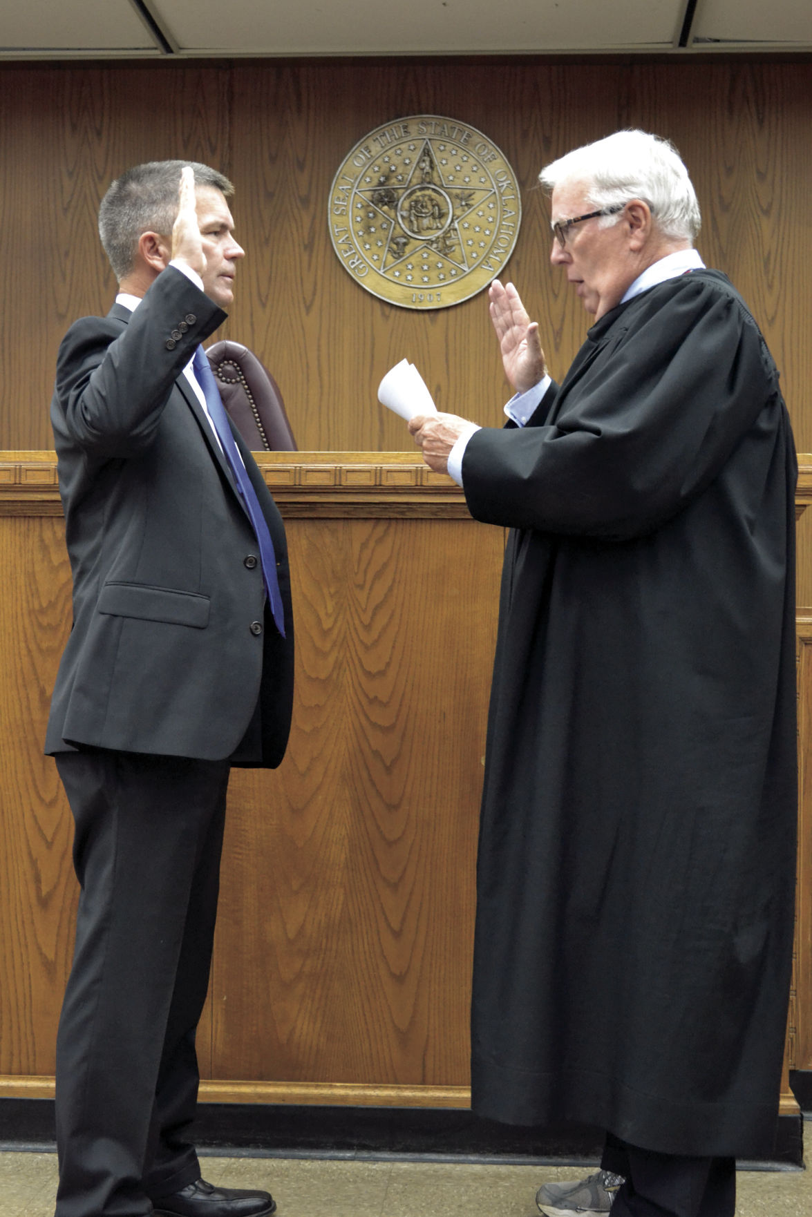 Meaders sworn in as new district judge for Comanche County