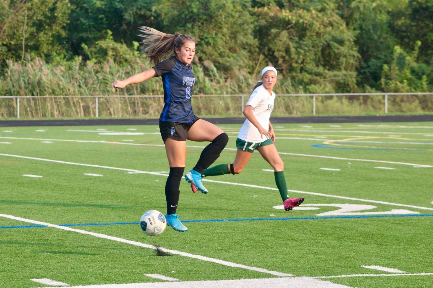 Gators beat Pointers in girls' soccer
