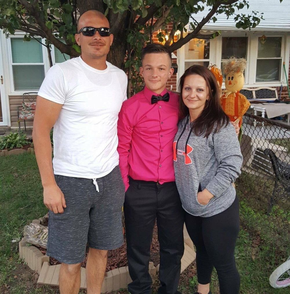 Wedding Poses With Parents: Local High School Student Fights Brain Cancer