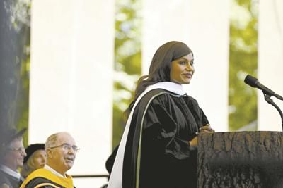 Mindy Kaling Jokes About Trump Toilet Plungers In Dartmouth Commencement Address On Sunday News Eagletimes Com