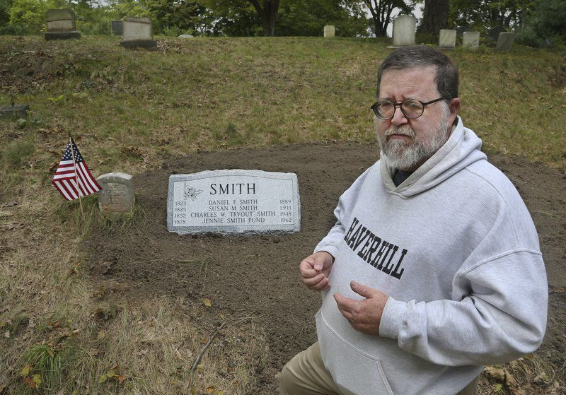 'Tryout' Smith finally gets a headstone