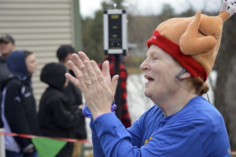 Runners gobble up Turkey Trot in Derry