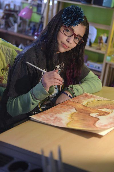 Girl paints to brighten the lives of child hospital patients