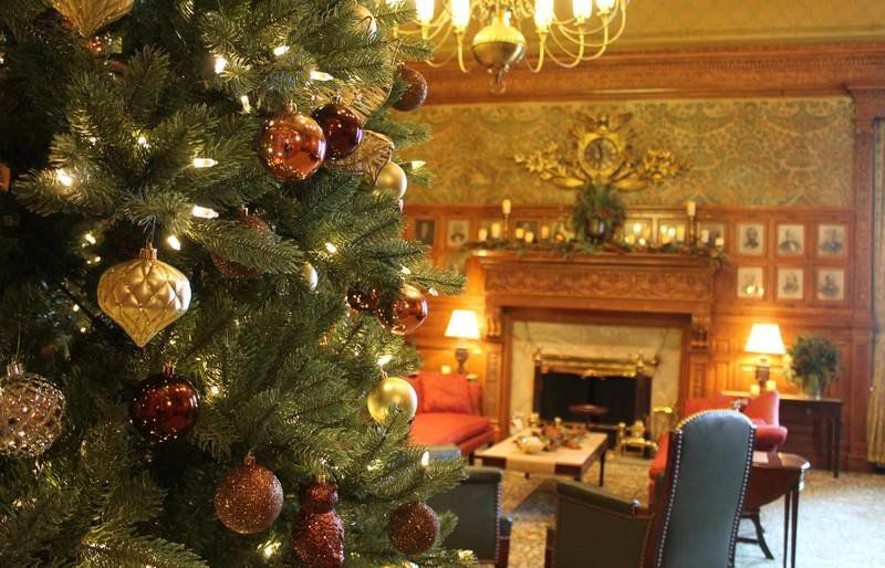 decorated office. Senate Holiday Party Scrapped, But Decorated Office Opens To Public