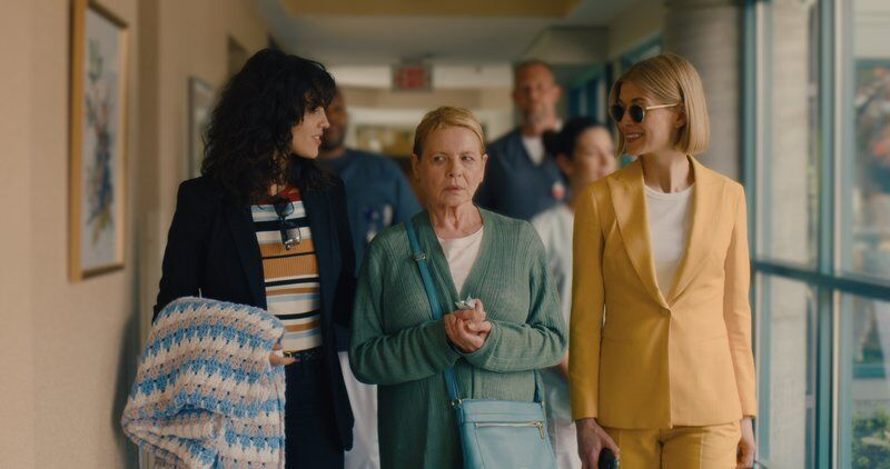 Movie review: A compellingly cruel Rosamund Pike in 'I Care aLot'