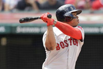 Devers keeps rolling, Sox win second straight