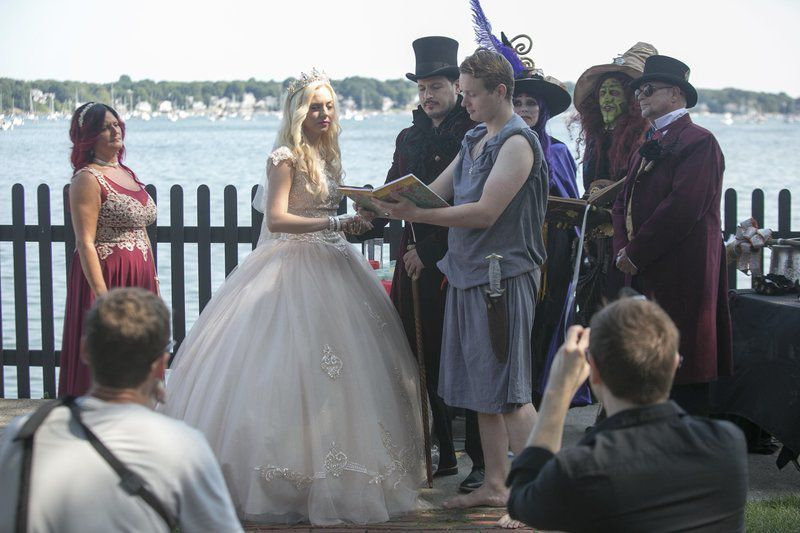 A Wedding To For