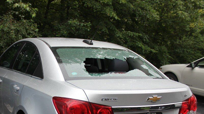 Cars vandalized, broken into on River Road