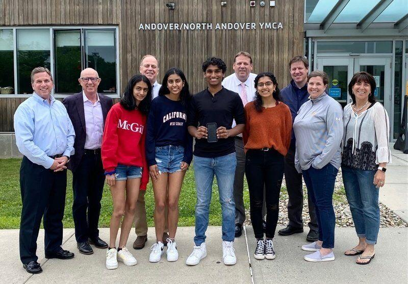 Students receive scholarships for innovation