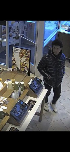 Salem police: Men used counterfeit bills at Panera